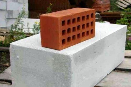Что лучше, строительство кирпичного дома или блокового?